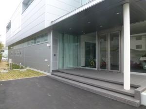 事務所棟玄関外観